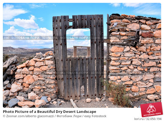 Photo Picture of a Beautiful Dry Desert Landscape. Стоковое фото, фотограф Zoonar.com/alberto giacomazzi / easy Fotostock / Фотобанк Лори