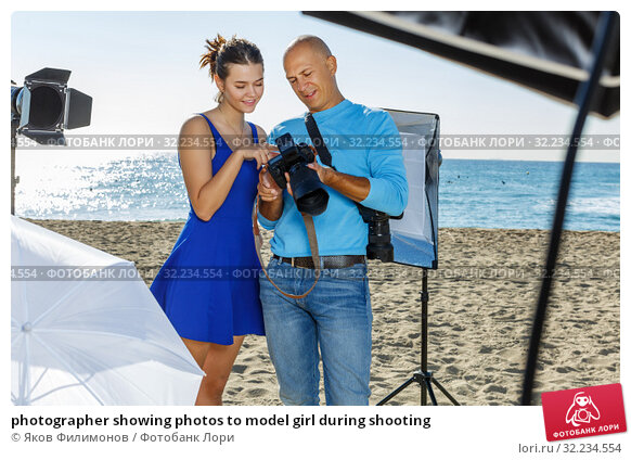 Купить «photographer showing photos to model girl during shooting», фото № 32234554, снято 5 октября 2018 г. (c) Яков Филимонов / Фотобанк Лори