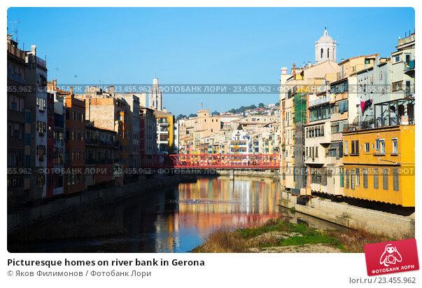 Купить «Picturesque homes on river bank in Gerona», фото № 23455962, снято 17 октября 2018 г. (c) Яков Филимонов / Фотобанк Лори