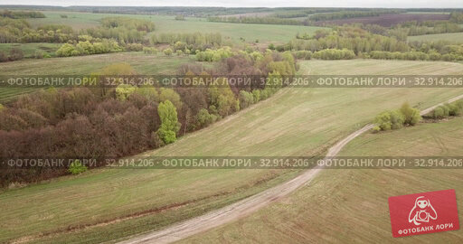 Picturesque landscape of green fields and meadows of Central Russia on cloudy may day. Стоковое видео, видеограф Яков Филимонов / Фотобанк Лори