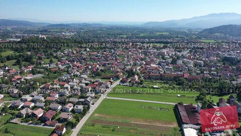 Picturesque top view of city Vrhnika. Republic of Slovenia (2019 год). Стоковое видео, видеограф Яков Филимонов / Фотобанк Лори