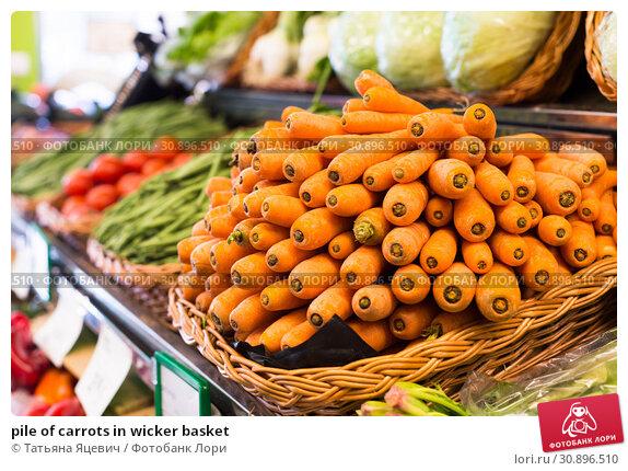 Купить «pile of carrots in wicker basket», фото № 30896510, снято 26 мая 2018 г. (c) Татьяна Яцевич / Фотобанк Лори