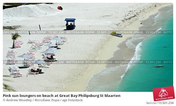 Купить «Pink sun loungers on beach at Great Bay Philipsburg St Maarten», фото № 13501234, снято 31 марта 2020 г. (c) age Fotostock / Фотобанк Лори