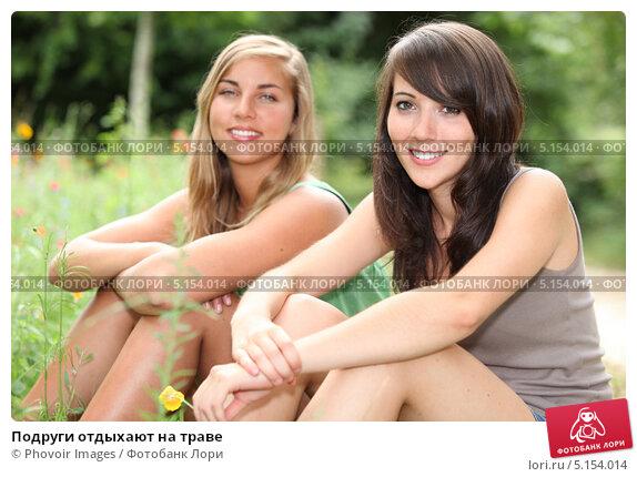 Голые молоденькие подружки фото