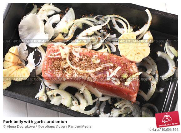 Pork belly with garlic and onion . Стоковое фото, фотограф Alena Dvorakova / PantherMedia / Фотобанк Лори