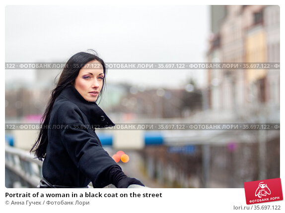 Portrait of a woman in a black coat on the street. Стоковое фото, фотограф Анна Гучек / Фотобанк Лори