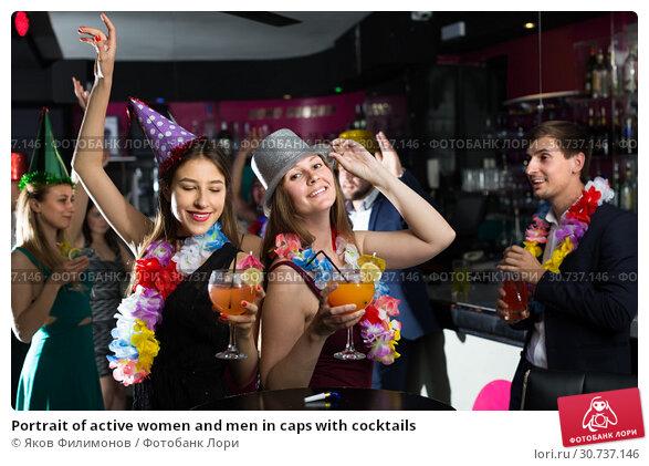 Купить «Portrait of active women and men in caps with cocktails», фото № 30737146, снято 20 апреля 2017 г. (c) Яков Филимонов / Фотобанк Лори