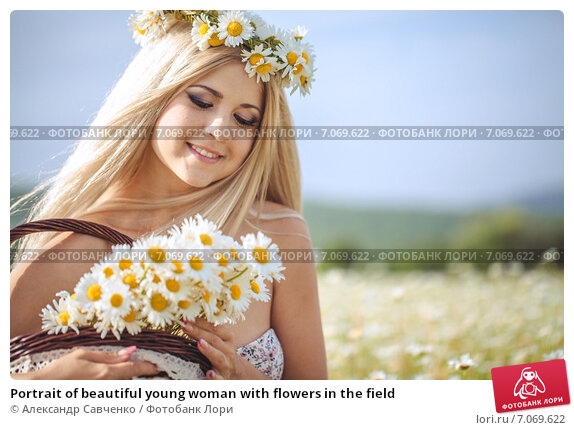 Купить «Portrait of beautiful young woman with flowers in the field», фото № 7069622, снято 31 мая 2013 г. (c) Александр Савченко / Фотобанк Лори