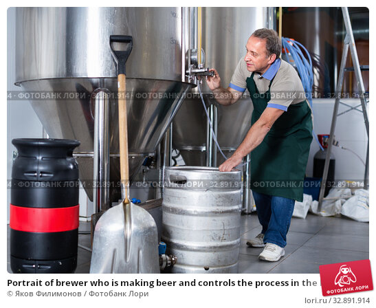Купить «Portrait of brewer who is making beer and controls the process in the brew-house.», фото № 32891914, снято 18 сентября 2017 г. (c) Яков Филимонов / Фотобанк Лори