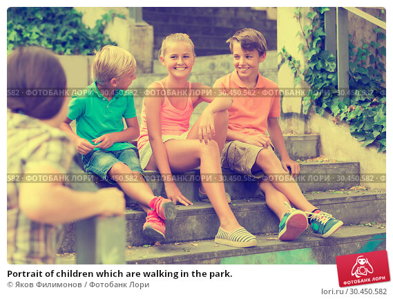 Portrait of children which are walking in the park. Стоковое фото, фотограф Яков Филимонов / Фотобанк Лори