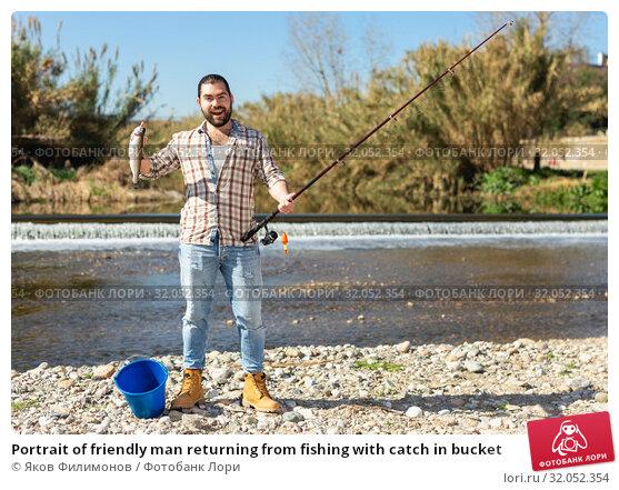 Portrait of friendly man returning from fishing with catch in bucket. Стоковое фото, фотограф Яков Филимонов / Фотобанк Лори