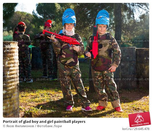 Купить «Portrait of glad boy and girl paintball players», фото № 29645478, снято 24 ноября 2018 г. (c) Яков Филимонов / Фотобанк Лори