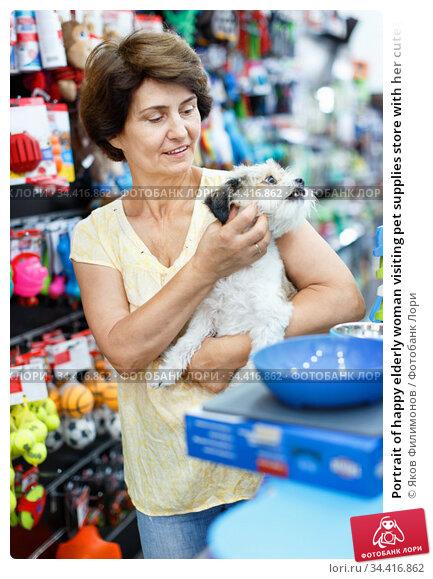 Portrait of happy elderly woman visiting pet supplies store with her cute puppy of havanese. Стоковое фото, фотограф Яков Филимонов / Фотобанк Лори