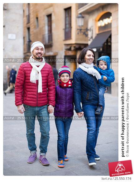 Купить «portrait of happy parents with children», фото № 25550174, снято 26 мая 2020 г. (c) Яков Филимонов / Фотобанк Лори