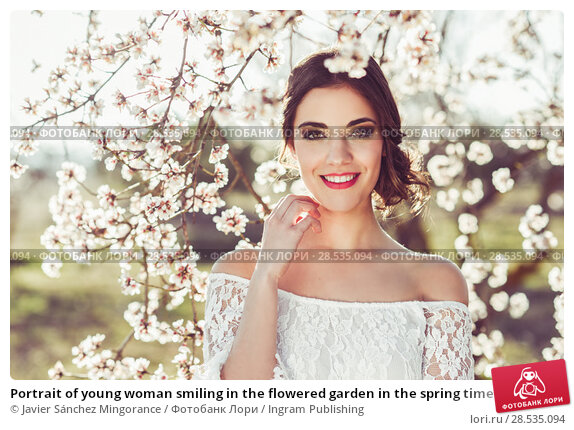 Купить «Portrait of young woman smiling in the flowered garden in the spring time. Almond flowers blossoms. Girl dressed in white like a bride.», фото № 28535094, снято 10 марта 2015 г. (c) Ingram Publishing / Фотобанк Лори