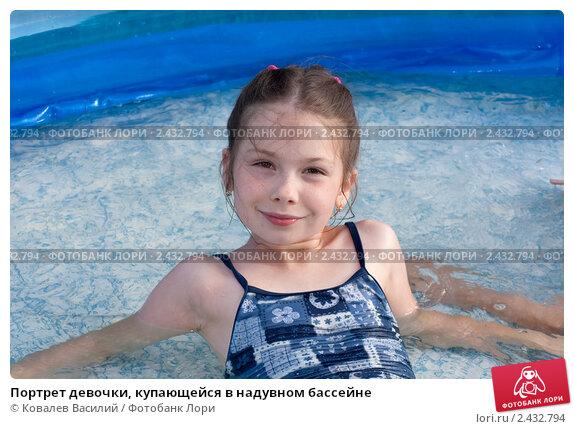 Маленькая девочка дрочит член видео взбежал мокрым
