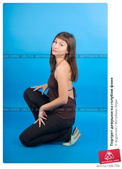 Портрет девушки на голубом фоне, фото № 335774, снято 22 октября 2007 г. (c) Argument / Фотобанк Лори