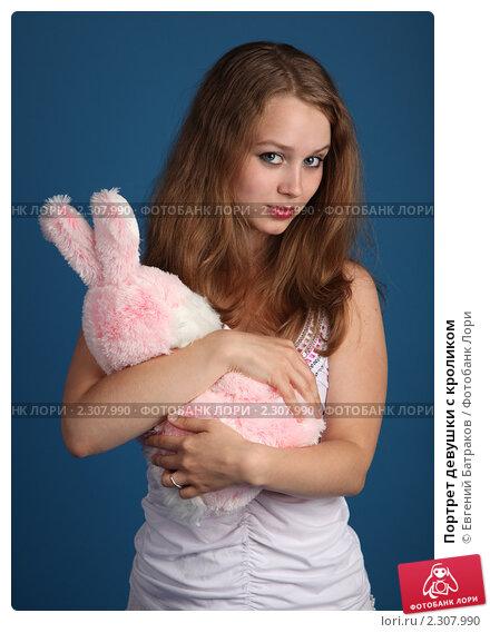 Купить «Портрет девушки с кроликом», фото № 2307990, снято 21 мая 2010 г. (c) Евгений Батраков / Фотобанк Лори