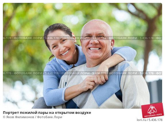 Купить «Портрет пожилой пары на открытом воздухе», фото № 5436178, снято 7 марта 2018 г. (c) Яков Филимонов / Фотобанк Лори