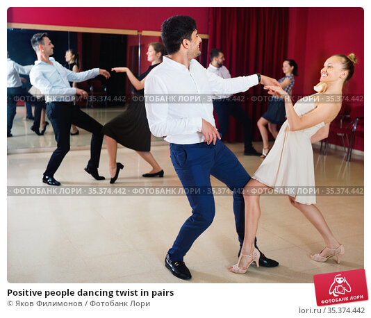 Positive people dancing twist in pairs. Стоковое фото, фотограф Яков Филимонов / Фотобанк Лори
