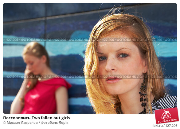 Поссорились.Two fallen out girls, фото № 127206, снято 24 сентября 2006 г. (c) Михаил Лавренов / Фотобанк Лори