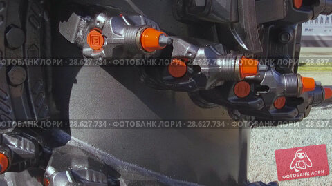 Купить «Powerful drilling tool. Screw drill, equipped with carbide-tipped elements and teeth.», видеоролик № 28627734, снято 6 июня 2018 г. (c) Андрей Радченко / Фотобанк Лори