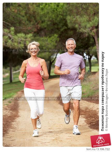 Пожилая пара совершает пробежку по парку, фото № 3106722, снято 31 августа 2010 г. (c) Monkey Business Images / Фотобанк Лори