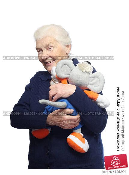 Пожилая женщина с игрушкой, фото № 126994, снято 20 октября 2007 г. (c) Георгий Марков / Фотобанк Лори