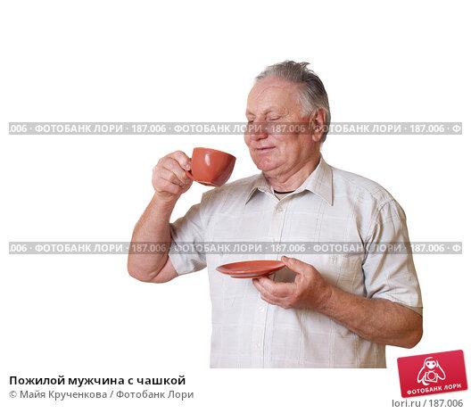 Пожилой мужчина с чашкой, фото № 187006, снято 25 января 2008 г. (c) Майя Крученкова / Фотобанк Лори