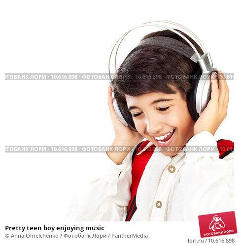 Pretty teen boy enjoying music. Стоковое фото, фотограф Anna Omelchenko / PantherMedia / Фотобанк Лори