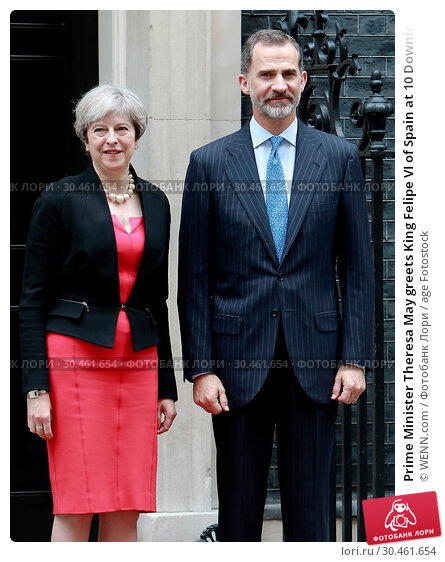 Prime Minister Theresa May greets King Felipe VI of Spain at 10 Downing... (2017 год). Редакционное фото, фотограф WENN.com / age Fotostock / Фотобанк Лори