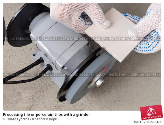 Processing tile or porcelain tiles with a grinder. Стоковое фото, фотограф Ольга Губская / Фотобанк Лори