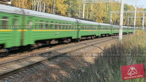 Купить «Проезд электропоезда», видеоролик № 2913866, снято 30 октября 2011 г. (c) Ярослав Каминский / Фотобанк Лори