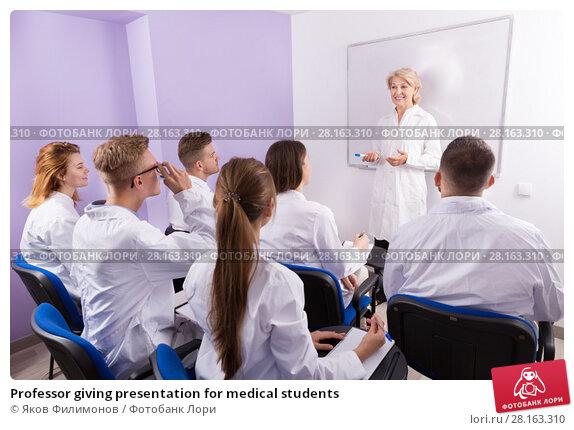 Купить «Professor giving presentation for medical students», фото № 28163310, снято 5 октября 2017 г. (c) Яков Филимонов / Фотобанк Лори