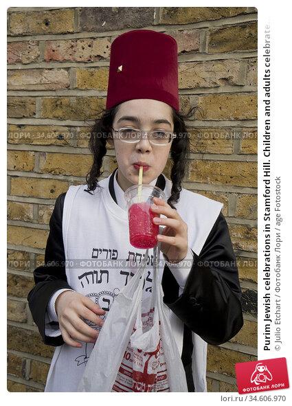 Purim Jewish celebrations in Stamford Hill. Children and adults celebrate... Редакционное фото, фотограф Julio Etchart / age Fotostock / Фотобанк Лори