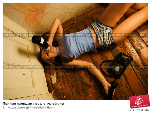 pyanaya-devushka-lezhit