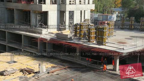 Купить «Рабочие, металлический каркас на строительной площадке», видеоролик № 3756786, снято 27 августа 2011 г. (c) Losevsky Pavel / Фотобанк Лори