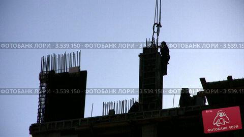 Купить «Работа на строительной площадке», видеоролик № 3539150, снято 16 апреля 2009 г. (c) Losevsky Pavel / Фотобанк Лори