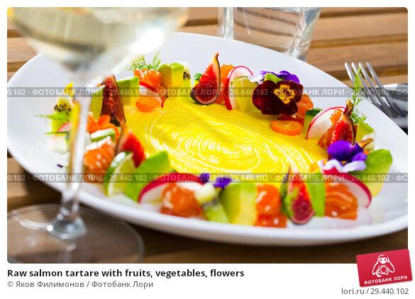 Купить «Raw salmon tartare with fruits, vegetables, flowers», фото № 29440102, снято 19 марта 2019 г. (c) Яков Филимонов / Фотобанк Лори