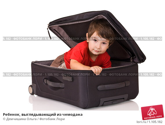 Купить «Ребенок, выглядывающий из чемодана», фото № 1105182, снято 8 августа 2009 г. (c) Демчишина Ольга / Фотобанк Лори