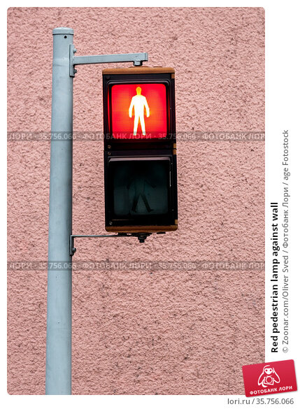 Red pedestrian lamp against wall. Стоковое фото, фотограф Zoonar.com/Oliver Sved / age Fotostock / Фотобанк Лори