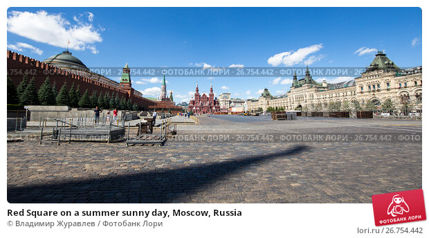 Купить «Red Square on a summer sunny day, Moscow, Russia», фото № 26754442, снято 6 августа 2017 г. (c) Владимир Журавлев / Фотобанк Лори