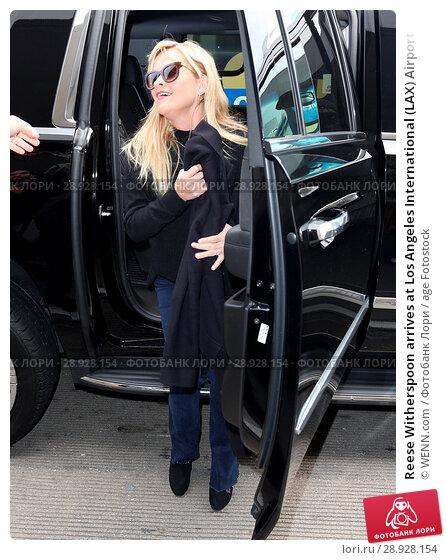 Купить «Reese Witherspoon arrives at Los Angeles International (LAX) Airport Featuring: Reese Witherspoon Where: Los Angeles, California, United States When: 17 Apr 2017 Credit: WENN.com», фото № 28928154, снято 17 апреля 2017 г. (c) age Fotostock / Фотобанк Лори