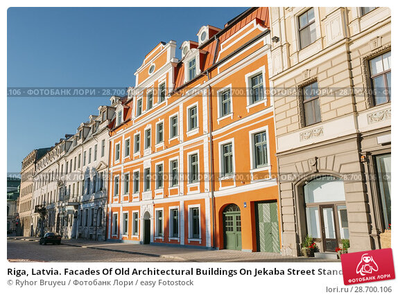 Купить «Riga, Latvia. Facades Of Old Architectural Buildings On Jekaba Street Standing Close To Each Other In Old Town In Sunny Summer Day Under Blue Clear Sky.», фото № 28700106, снято 1 июля 2016 г. (c) easy Fotostock / Фотобанк Лори