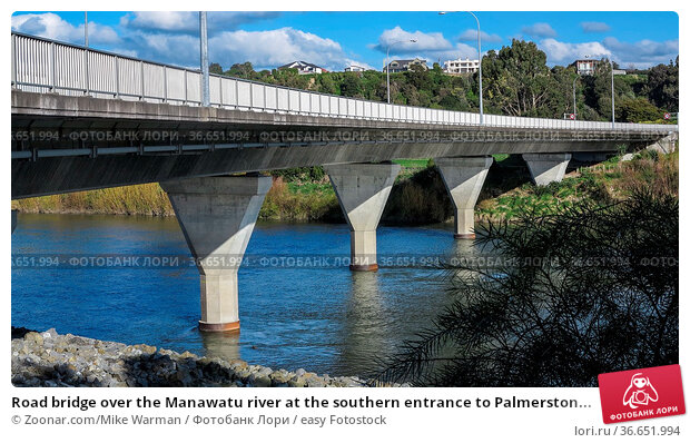 Road bridge over the Manawatu river at the southern entrance to Palmerston... Стоковое фото, фотограф Zoonar.com/Mike Warman / easy Fotostock / Фотобанк Лори