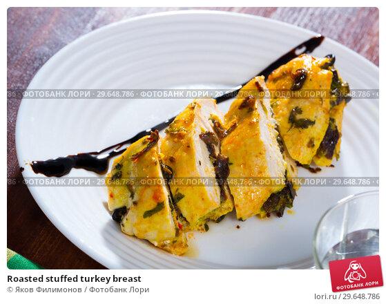 Купить «Roasted stuffed turkey breast», фото № 29648786, снято 17 февраля 2019 г. (c) Яков Филимонов / Фотобанк Лори