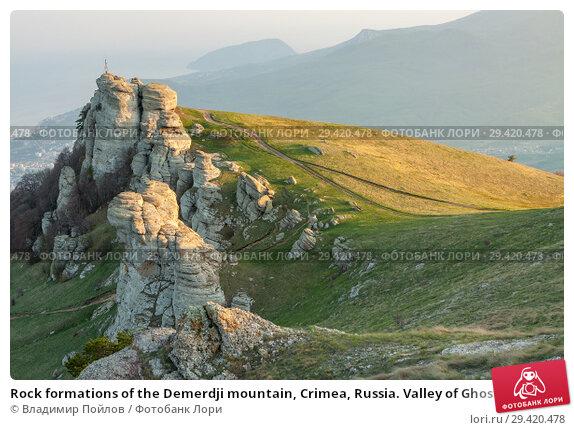 Rock formations of the Demerdji mountain, Crimea, Russia. Valley of Ghosts, landmark of Crimea. Стоковое фото, фотограф Владимир Пойлов / Фотобанк Лори