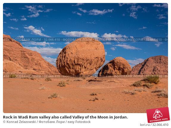 Rock in Wadi Rum valley also called Valley of the Moon in Jordan. Стоковое фото, фотограф Konrad Zelazowski / easy Fotostock / Фотобанк Лори