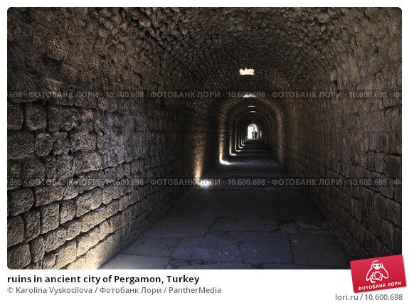 ruins in ancient city of Pergamon, Turkey . Стоковое фото, фотограф Karolina Vyskocilova / PantherMedia / Фотобанк Лори