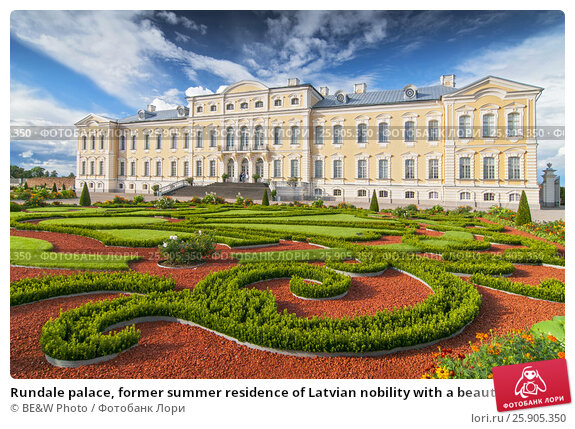 Купить «Rundale palace, former summer residence of Latvian nobility with a beautiful gardens around», фото № 25905350, снято 21 января 2018 г. (c) Joanna Malesa / Фотобанк Лори